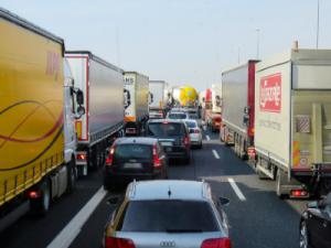 verkeer vrachtwagens botsing